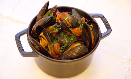Mussels with wine and chorizo